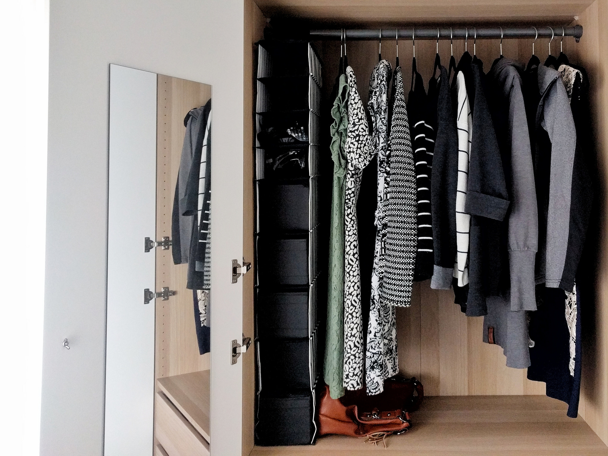 CAPSULE WARDROBE (BE MORE WITH LESS)